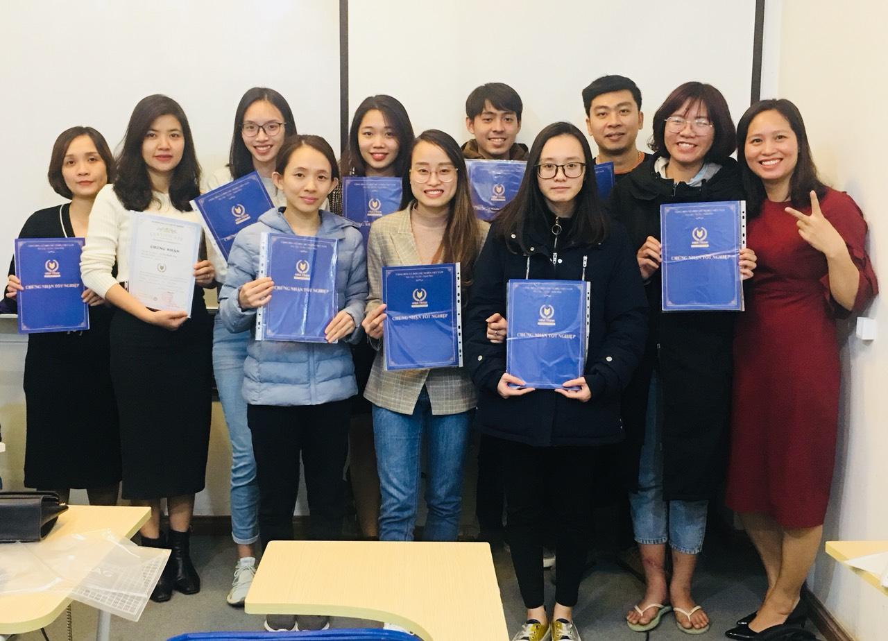 Một buổi tốt nghiệp khóa học hành chính nhân sự tại trung tâm VinaTrain ( Nguồn: Website Vinatrain)