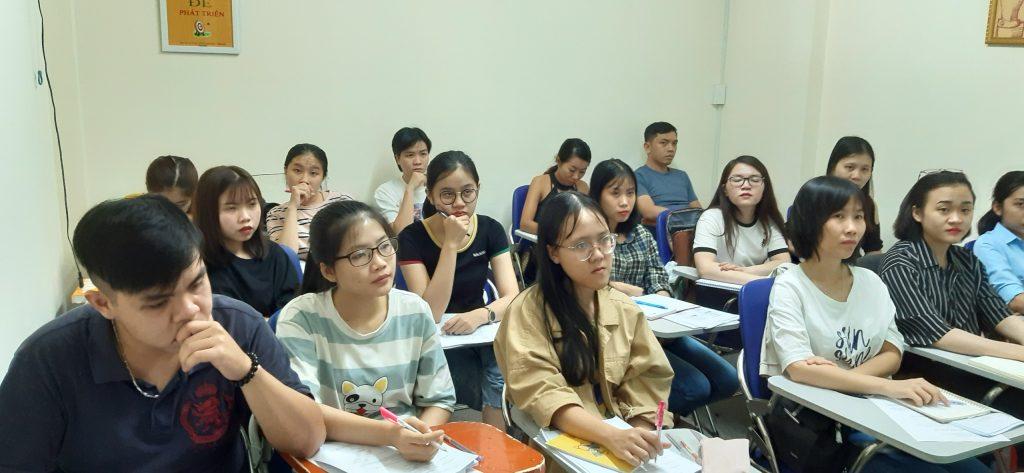 Lớp nghiệp vụ xuất nhập khẩu thực tế tại VinaTrain chi nhánh Hồ Chí Minh