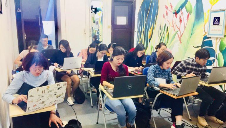 Hình ảnh đào tạo xuấ nhập khẩu ngoài Hà Nội tại trung tâm VinaTrain ( Nguồn: Website: VinaTrain)