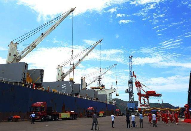 Cảng Quy Nhơn là một trong những cảng biển lớn tại mình Trung thu hút rất nhiều nhân sự làm xuất nhập khẩu